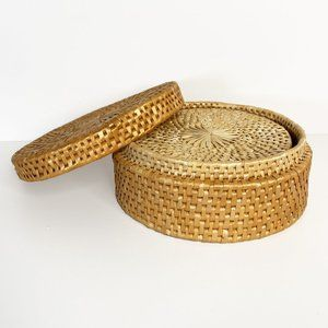 Vintage Round Woven Lidded Basket with 6 Trivets